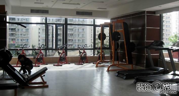 休闲健身房图片 黑红休闲健身房效果图